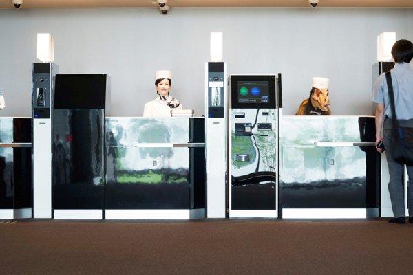 L'hôtel robot ou l'hôtel humain, que préférez-vous ? Pensez à la réservation en direct la prochaine fois aux Carroz !