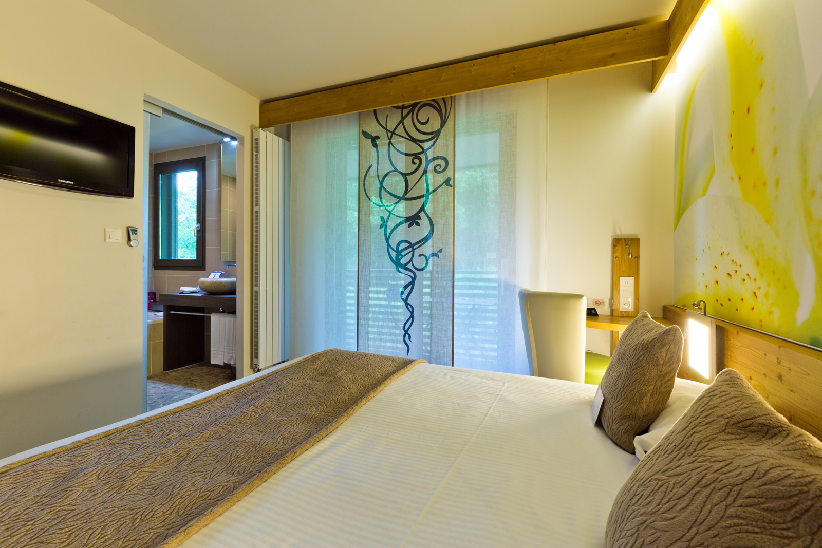 4 stars Hotel Room Experience